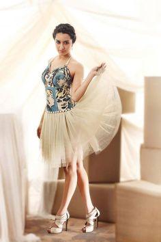 Shraddha Kapoor - Lots Of Love <-) By Himanshu Patni Jo tu mera humdard hai Suhaana har dard hai Jo tu mera humdard hai Indian Bollywood Actress, Beautiful Bollywood Actress, Indian Film Actress, Bollywood Fashion, Indian Actresses, Hot Actresses, Prettiest Actresses, Beautiful Actresses, Indian Celebrities