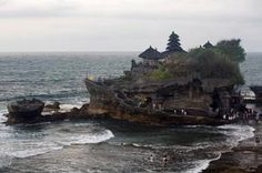 Going to Bali? Don't Miss These 10 Temples: Pura Tanah Lot