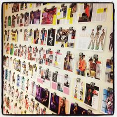 Sneak peek @ de redactie! De Plank: alle pagina's van het modenummer aan de muur