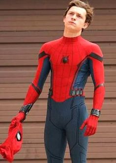 Tom Holland Peter Parker, Men's Toms, Tommy Boy, Wattpad, Marvel Movies, Marvel Characters, Tony Stark, Marvel Dc, Cute Boys