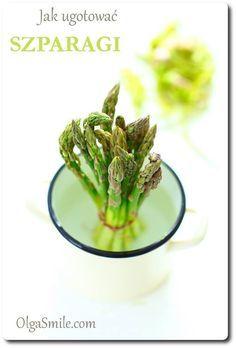 Jak ugotować szparagi Gdybyście nie wiedzieli jak ugotować szparagi, to zapraszam do wpisu. W mailach pytacie mnie jak gotować szparagi, jak należy długo gotować szparagi, aby były pyszne i idealne. Muszę się przyznać, że sama bardzo How To Cook Asparagus, Dishes, Vegetables, Cooking, Food, Kitchen, Tablewares, Vegetable Recipes, Eten