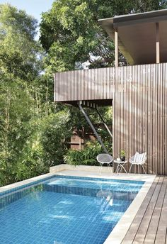 Backyard pools: 15 of the best backyard pools Fresco, Decks Around Pools, Outdoor Spaces, Outdoor Living, Timber Battens, Outdoor Baths, Outdoor Pool, Pool Installation, Pool Landscaping