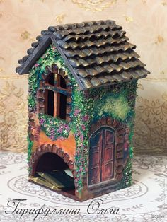 Cardboard Recycling, Cardboard Crafts, Fairy Garden Houses, Bird Houses, House Painting, Painting On Wood, Home Crafts, Diy And Crafts, Tea Holder