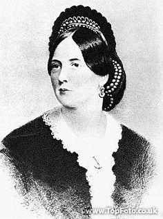 Jane Elgee, dite Speranza, mère d'Oscar Wilde, à l'âge de 38 ans. Passionaria de l'indépendance Irlandaise, poétesse et traductrice, elle tint salon à Dublin puis à Londres. D'une grande intelligence et d'un caractère indomptable, elle mourut sans avoir revu son fils qui était en prison.