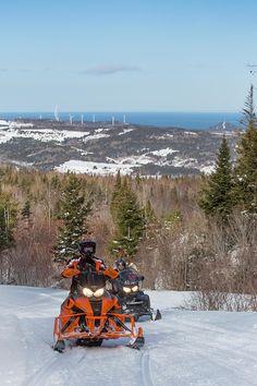 Féerique en hiver, la Gaspésie compte d'impressionnants panoramas que vous aurez le privilège de découvrir en motoneige. Le sentier des  Chic-Chocs de Cap-Chat à Murdochville, en passant par La Cache, est une aventure qui fait rêver les motoneigistes, mais qui demeure très accessible et permet de voir de magnifiques paysages, en parcourant la boucle des Chic-Chocs! Vous emprunterez le sentier 595 de Saint-Paulin à La Cache, où vous pourrez vous ravitailler. Photo : CHOK Images. Saint Paulin, Chic Choc, Atv, Photos, Images, Mountains, Nature, Travel, Snowmobiles