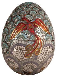 One of the entries for the Fabergé Big Egg Hunt exposition in London. - NÃO IMPERIAL -