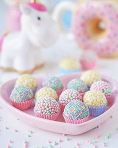 Miammm Look amazing right? I love pastel color and you? So pretty right? Amazing right? Do you love this unicorn nails? Birthday Candy, Rainbow Birthday, Unicorn Birthday Parties, Birthday Cake Pops, Anniversaire Candy Land, Donut Party, Cupcakes, Cute Desserts, Candy Party