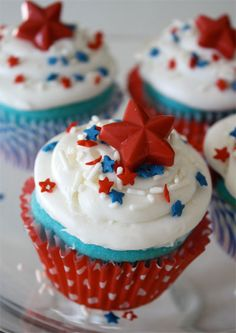 Red white blue cupcakes Fourth of July or memorial day. Recipe includes tutorial… Red white blue cupcakes Fourth of July or memorial day. Recipe includes tutorial for the candy stars too. Cupcake Recipes, Cupcake Cakes, Dessert Recipes, Cupcake Toppers, 4th Of July Celebration, Fourth Of July, Patriotic Desserts, Patriotic Cupcakes, Patriotic Party