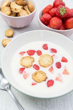 Rezept: Koldskål – Kaltschale mit Kammerjunkere und Erdbeeren