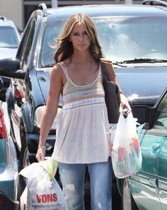 Jennifer Love Hewitt - Love Her. Love her style. Love her hair. Pear Shaped Celebrities, Melinda Gordon, Pear Body, Jennifer Love Hewitt, Female Stars, Celebrity Outfits, Mom Style, Beautiful Actresses, Star Fashion