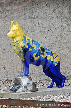 This statue of a rescue dog is located at Pace University near the site of the World Trade Center in New York City commemorates the the events of 9/11 and their aftermath.  Photo taken on: April 02nd, 2011