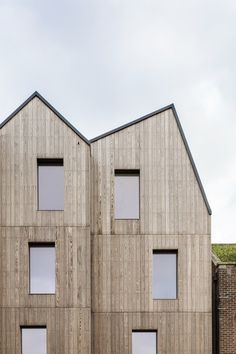 Image 15 of 25 from gallery of Cinque Ports / JDA. Photograph by Oliver Perrott Concept Architecture, Classical Architecture, Facade Architecture, Residential Architecture, East Sussex, Wooden Facade, Exterior Cladding, Pent House, Apartment Design