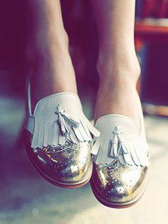kind of obsessed with unique oxfords . maybe just oxfords in general! Loving this men's shoes tailored for women trend Fashion Mode, Look Fashion, Fashion Shoes, Fashion Beauty, Girl Fashion, 70s Fashion, Fashion History, Fashion News, Spring Fashion