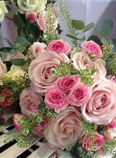 Bouquet Of Roses - Beautiful Flower Arrangements and Flower Gardens Beautiful Flower Arrangements, Romantic Flowers, My Flower, Pretty Flowers, Floral Arrangements, Wedding Flowers, Pink Roses, Pink Flowers, Flowers Nature