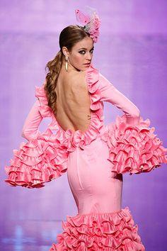 Simof 2014 Dance Fashion, Fashion Line, Fashion Beauty, Fashion Dresses, Women's Fashion, Spanish Dancer, Spanish Woman, Gypsy Dresses, Dance Dresses
