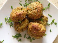 Wybrane warzywa (u mnie marchewka, seler, brokuł, fasolka, groszek);1/2 szklanki kaszy gryczanej (u mnie biała);jajko;2 łyżki mąki kukurydzianej (może być inna);natka pietruszki (duuuużo:));szczypiorek;2 łyżki amarantusa ekspandowanego;zioła;łyżka oliwy. Warzywa ugotować/uparować do miękkości. Kaszę ugotować w szklance wody,do momentu wchłonięcia całego płynu. Kaszę i warzywa lekko zblendować. Wystudzić. Dodać jajko, mąkę i amarantus.Wymieszać. Natkę pietruszki, zioła, szczypior …
