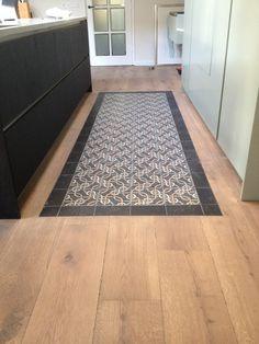 Kitchen Tiles, Kitchen Flooring, New Kitchen, Kitchen Interior, Interior Design Living Room, Modern Cabinets, Modern Kitchen Design, Hardwood Floors, Family Room