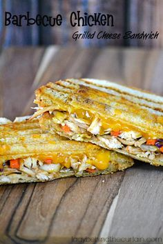 Use extra chicken breasts grilled from night before . This Barbecue Chicken Grilled Cheese Sandwich has layers of shredded chicken and coleslaw mixed with barbecue sauce and topped with creamy cheese. Barbecue Chicken, Barbecue Sauce, Soup And Sandwich, Chicken Sandwich, I Chef, Creamy Cheese, Cooking 101, Best Dishes, Wrap Sandwiches