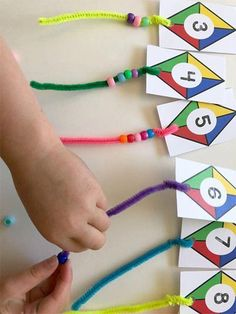 Kite Themed Preschool Math - Teach Beside Me Preschoolers love to do counting activities. This kite themed preschool math activity is lots of fun for little ones learning to count! They get to add the tails to the kites and count the number Toddler Learning Activities, Kindergarten Activities, Teaching Math, Kids Learning, Math Math, Graphing Activities, Preschool Number Activities, Number Sense Kindergarten, Fun Math