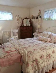 Shabby Chic Bedrooms, Shabby Chic Homes, Cute Bedroom Ideas, Pretty Room, Vintage Room, Aesthetic Bedroom, Dream Rooms, My New Room, Room Inspiration
