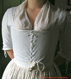 Two Nerdy History Girls: What the Maidservant Wore, c 1770. Like nearly all 18th c women's clothing, regardless of cost, Abby's gown is pinned closed in front (see detail, left). While men's clothing fastened with buttons and ties, women pinned their clothes together with straight pins; the points of the pins were safely buried in the multiple layers of gown and stays. Pinning was not only a neat finish, but also offered an endless, practical range of adjustments to a woman's changing body.