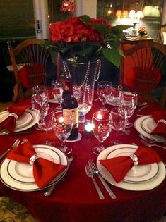 It's easy and inexpensive to produce our favorite sort of valentine decoraion. Decoration of valentine table also needs to be done based on the theme with your couple. Valentines Day Tablescapes, Valentines Day Dinner, Valentines Day Decorations, Diy Valentine, Valentinstag Party, Simple Table Decorations, Party Decoration, Romantic Table Setting, Romantic Room