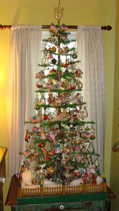Would love to have this large Christmas feather tree. Small Christmas Trees, Noel Christmas, Vintage Christmas Ornaments, Primitive Christmas, Retro Christmas, Christmas Tree Decorations, Rustic Christmas, Xmas Trees, Primitive Snowmen