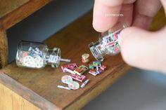 いいね!2,405件、コメント8件 ― Pui Wan, Limさん(@picoworm)のInstagramアカウント: 「Choco & candies / / / #picoworm #handmade #miniature #childhoodcandy #retro #glassbottle…」