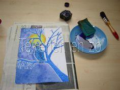 Benodigdheden: wit tekenpapier op A4 formaat oliepastelkrijtjes blauwe inkt of ecoline kwast krant schoteltje met water schuursponsje Zie ...