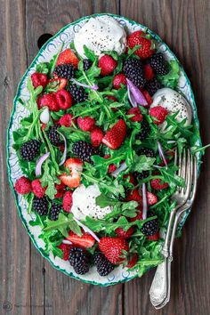 Burrata Arugula Berry Salad The Mediterranean Dish. This Berry Salad Recipe Is A Must-Try The Perfect Summer Salad With Loads Of Berries, Peppery Arugula, And Burrata Cheese. A Light Citrus And Olive Oil Dressing Is All You Need Mediterranean Dishes, Mediterranean Diet Recipes, Summer Salad Recipes, Summer Salads, Soup And Salad, Pasta Salad, Shrimp Salad, Shrimp Pasta, Egg Salad