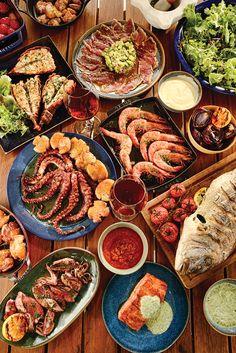 Como é o churrasco ideal para o verão? Para André Lima de Luca, um dos maiores especialistas no assunto, é só com pescados e frutos do mar. Se ele está dizendo...