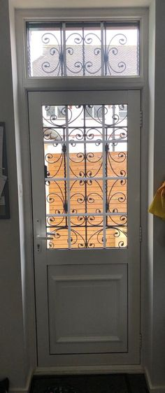 Security Gates, Diy Home Security, Security Solutions, Home Security Systems, French Home Decor, Retro Home Decor, Door Gate, Home Safes, Back Doors