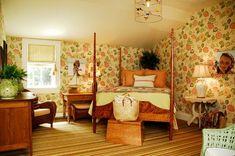 Farmhouse Bedroom Design Ideas, Pictures, Remodel and Decor Bed In Corner, Bedroom Corner, Home Bedroom, Bedroom Decor, Bedroom Ideas, Master Bedroom, Bedrooms, Bed Designs Pictures, Spool Bed