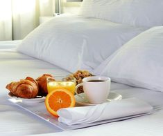 13 Inexpensive Ways to Make Your Bedroom Feel Like a Hotel Suite Hotel Suites, Kinds Of Salad, Beautiful Hotels, How To Make Bed, Eating Plans, Desert Recipes, Fresh Vegetables, Meal Planning, Vegetarian Recipes