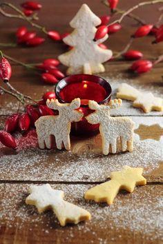Biscotti di Natale speziati - formine e mattarello