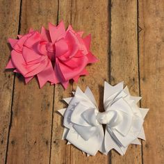 Great solid color bows in this unique design! Only 1 of each available!! Claim yours now!! #bowtifulblessings #bbgifts #etsyseller #hairbows #hairbow #hairclip #boutiquebow #bows #bow #white #babygirl #pink