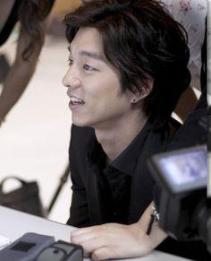 Gong Yoo Coffee Prince, Yoo Gong, Kim Go Eun, Action Film, Eunhyuk, Drama Movies, Pretty Pictures, Korean Actors, The Man