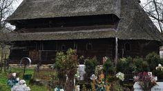 Biserica de lemn din Desești O călătorie virtuală prin Maramureş - galerie foto. Vezi mai multe poze pe www.ghiduri-turistice.info Sursa : http://ro.wikipedia.org/wiki/Fișier:DesestiMM_(8).jpg