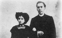 En 1907 obtuvo la cátedra de francés en el instituto de Soria, ciudad dónde dos años después contrajo matrimonio con Leonor Izquierdo. En 1910 recibió una pensión para estudiar filología en París durante un año, dónde aprovechó para asistir a cursos de filosofía que impartía Henri Bergson y Joseph Bédier.  Pero tras la muerte de su esposa en 1912, se trasladó al instituto de Baeza.