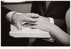 alt Alter, Holding Hands, Rings For Men, Wedding Day, Photography, Fashion, Pi Day Wedding, Moda, Men Rings
