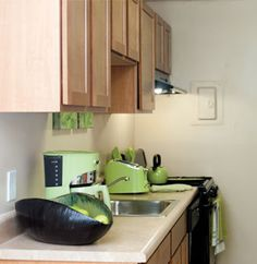 Bennington Crossings in Alexandria, VA is pet friendly and offers everything from a pool and an exercise room to private patios and balconies.
