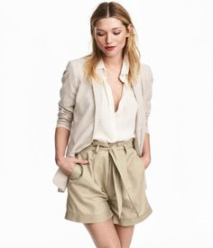 Beige. Short shorts in woven fabric made from a linen and cotton blend. Pleats at top, zip fly, and concealed hook-and-eye fastener. Side pockets and
