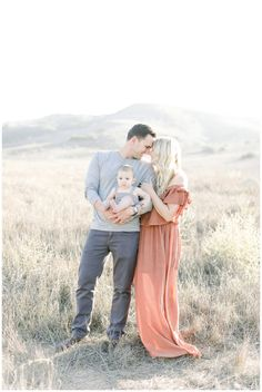 Pin By Cori Kleckner On Family Family Beach Pictures Newborn Newborn Family Pictures, Summer Family Pictures, Family Photos With Baby, Outdoor Family Photos, Family Picture Poses, Family Beach Pictures, Family Picture Outfits, Fall Family Photos, Family Photo Sessions