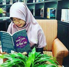 """Berkatalah Rasul: """"Ya Tuhanku sesungguhnya kaumku menjadikan Al-Quran itu sesuatu yang tidak diacuhkan. (Q.S. Al-Furqaan [25]: 30)  Maka mari kembali kepada Al-Quran; dengan membaca mentadaburi menghafal dan mengamalkannya. Mari kembali kepada Al-Quran agar kita tak lagi tersisih dan terhina tetapi agar menjadi tinggi lagi mulia. Mari kembali kepada Al-Quran agar hidup menjadi berlimpah barakah di perjalanannya maupun akhirnya. Mari kembali kepada Al-Quran agar kita memantaskan diri tuk…"""