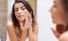 (Zentrum der Gesundheit) - Akne betrifft nicht nur Jugendliche in der Pubertät. Akne kann bei jedem in jedem Alter auftreten. Meist verkünden Fachleute, dass die Ernährung so gut wie keinen Einfluss auf eine Akne habe. Gleichzeitig wissen sie offenbar nichts von der direkten Verbindung zwischen Darmgesundheit und Akne. Und so werden bei Akne Medikamente verschrieben, die schädliche Nebenwirkungen haben können – und dabei die Akne in vielen Fällen nicht einmal verbessern. Bei Akne gibt es…