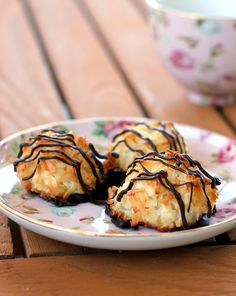 Black-Bottomed Coconut Macaroon (GF) | Bakerita.com