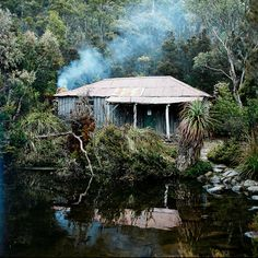 Tasmania / Cabin in the mountains Beautiful World, Beautiful Places, Great Places, Places To Go, Australia House, Forest House, Cabins And Cottages, The Good Place, National Parks