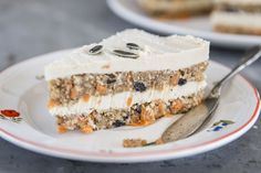 Layered lemon, cashew cream, and spiced carrot cake is a winner. No oven required!  No dairy, gluten or refined sugar. Raw vegan, but still bursting with that carrot cake flavor and texture!