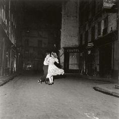 La dernière valse du 14 juillet, 1949 - Robert Doisneau