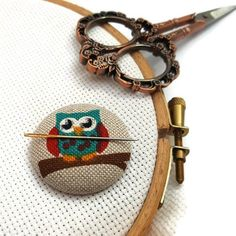 Owl Needle Minder-Reversible Needleminder-Bird-Magnetic-Cross Stitch-Embroidery-Quilting-Sewing-Needlepoint-Polka Dot-Woodland- Craft Supply Since I am a maker I have lost many a needles in my house only to later have them sticking out of my couch poking me in my butt. It was not Cow Logo, Etsy Handmade, Handmade Items, Handmade Gifts, Needle Minders, Pretty Designs, Online Gifts, Christmas Shopping, Cross Stitch Embroidery